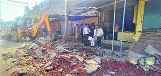 Municipal Corporation razes illegal structures at Nabha Gate in Patiala