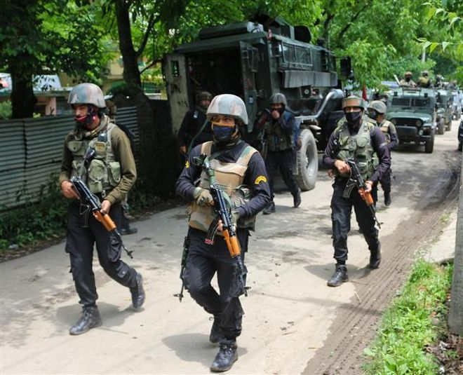 One cop, 3 militants killed in 2 encounters