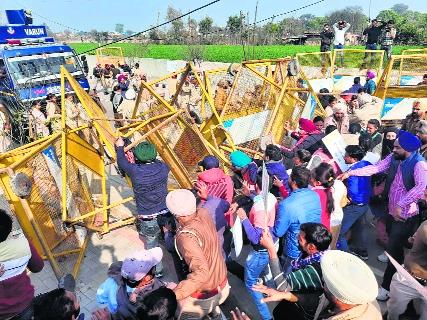 Jobless teachers, police clash in Sangrur; 4 hurt