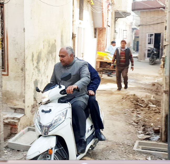 Patiala Mayor rides on the wrong side of law