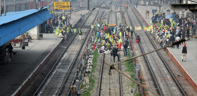 Farmers block railway tracks in Ludhiana district for 4 hours