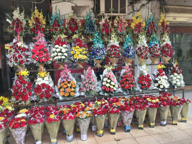 Florists rue business plunge amid farmers' protest