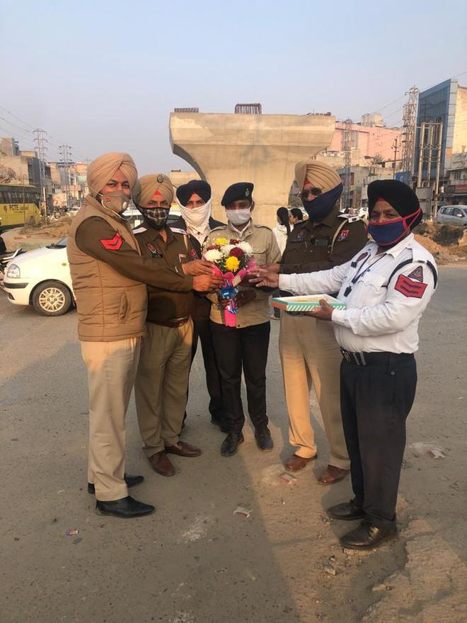 Day off, bouquet for traffic cops on b'day
