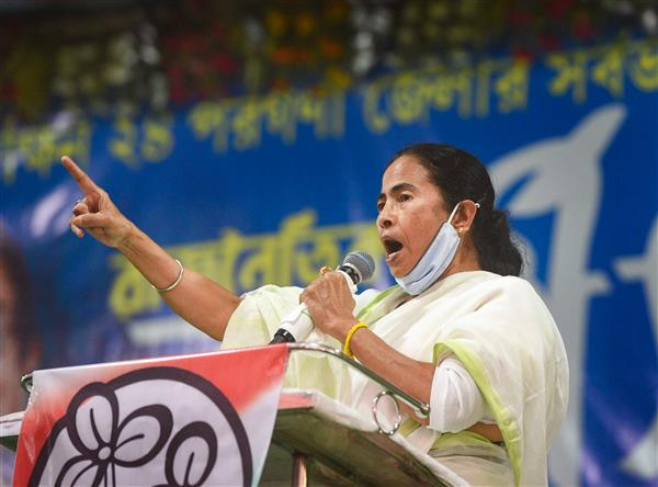 Mamata Banerjee leads 'padayatra' against rising LPG price as PM Modi campaigns in Kolkata