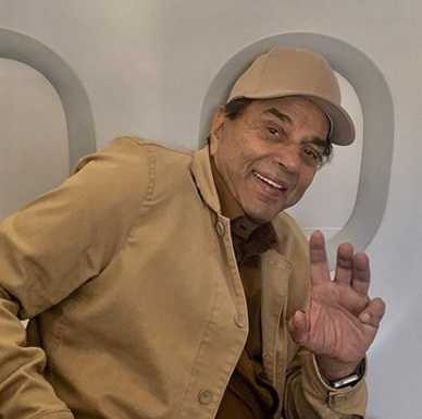Dharmendra's throwback picture in gladiator-inspired outfit is unmissable; daughter Esha Deol comments