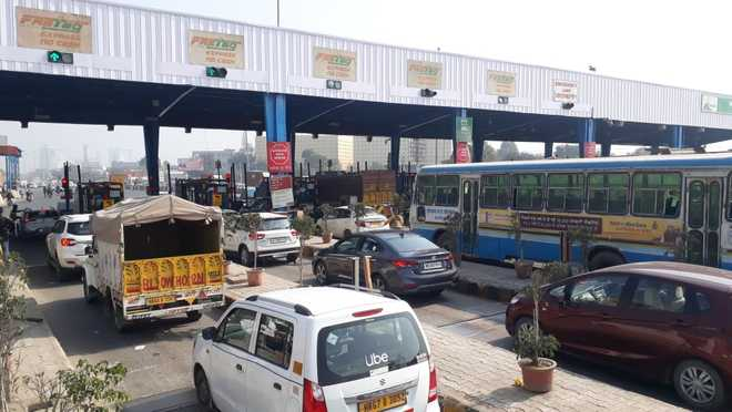Unable to visit relatives following a death, woman loses cool with farmers at Dasna toll plaza