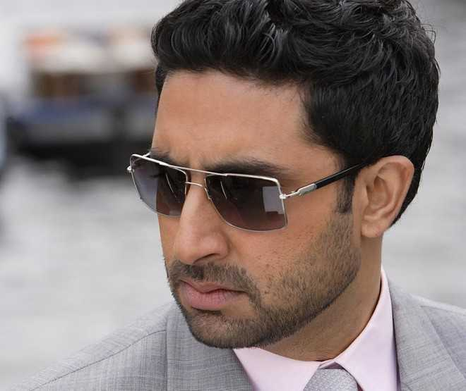 Man calls Abhishek Bachchan 'good for nothing actor', says 'only have beautiful wife'; read actor's classy reply
