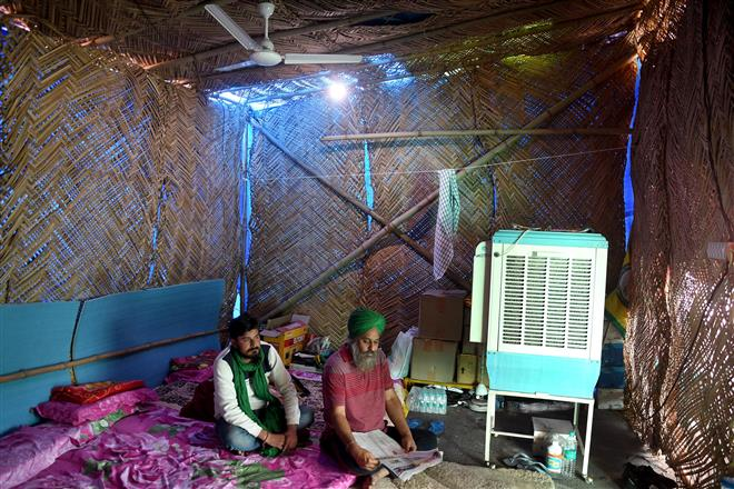 Protesting farmers gear up for heat with fans, coolers at Ghazipur border
