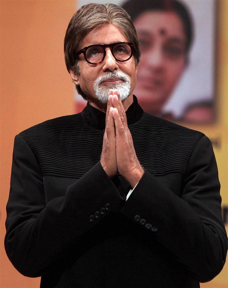 Amitabh Bachchan confirms undergoing eye surgery; says progress is slow