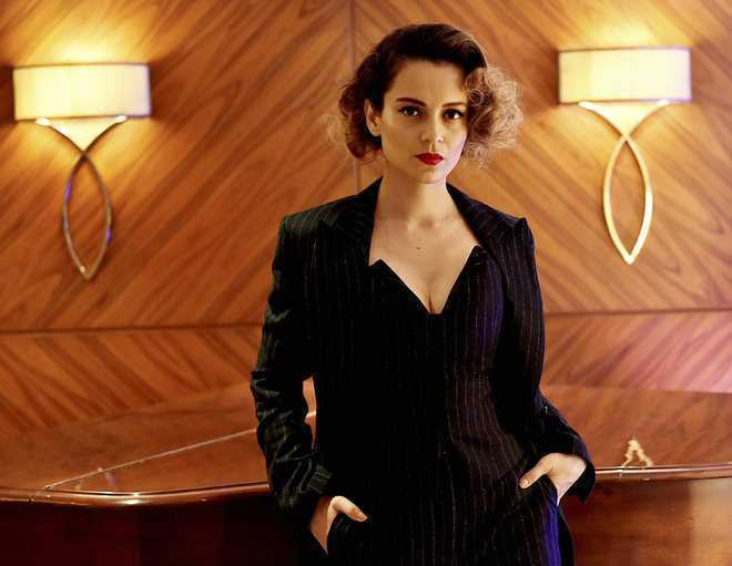Kangana Ranaut shames contemporary achievers for wearing 'torn American jeans'; Twitter digs out her pictures - The Tribune India