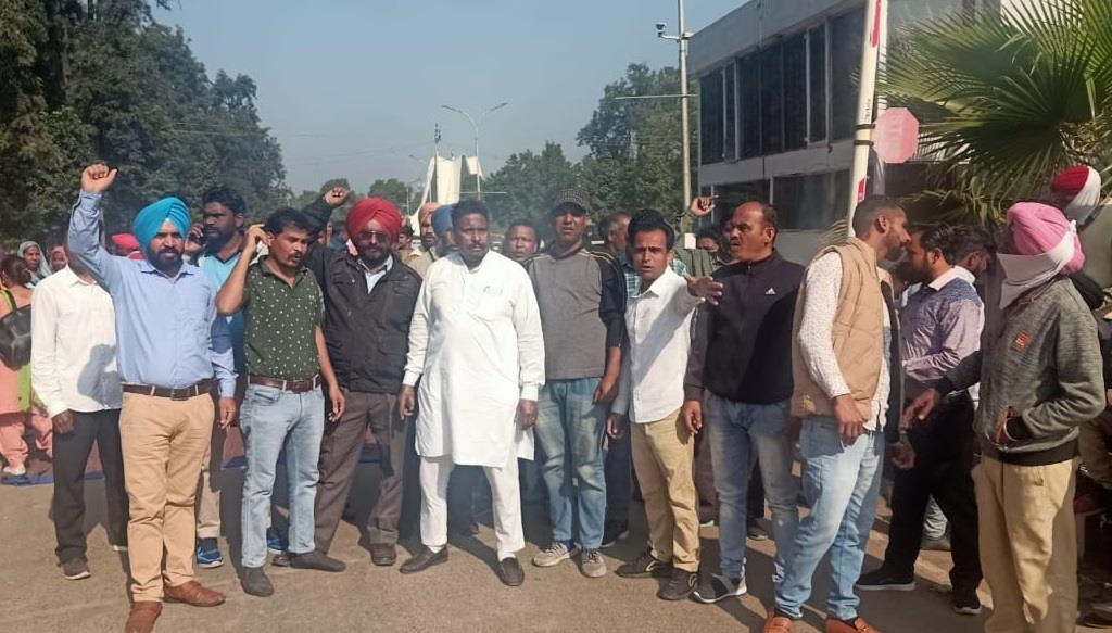 Punjabi University daily wagers shut gates, protest over delay in renewal of contracts