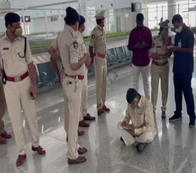 Detained, Chandrababu Naidu stages sit-in protest at Tirupati airport