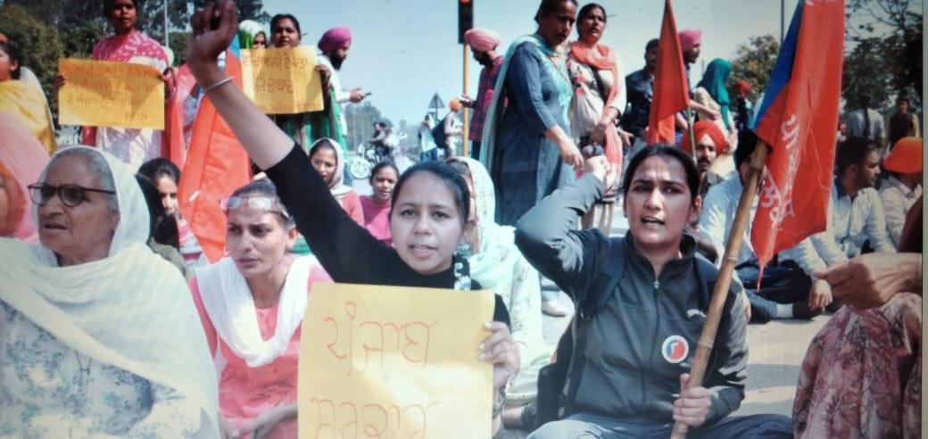 Punjabi University's students block Patiala-Chandigarh road; protest varsity's poor fiscal health