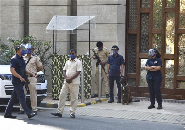 While NIA zeroes on Vaze, 'trouble' in Maharashtra's Aghadi government