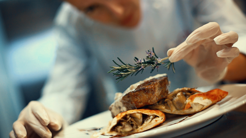 Are short-term cooking courses beneficial for home chefs?