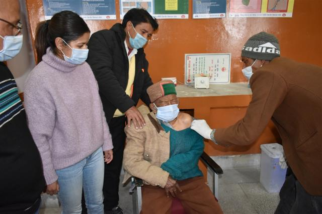 Independent India's first voter Shyam Saran Negi gets Covid vaccine