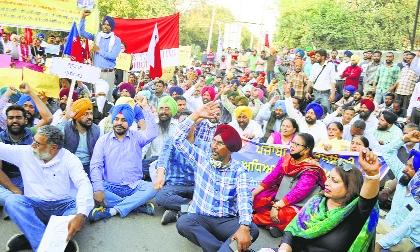 Punjabi University officials, students block highway, halt traffic for an hour