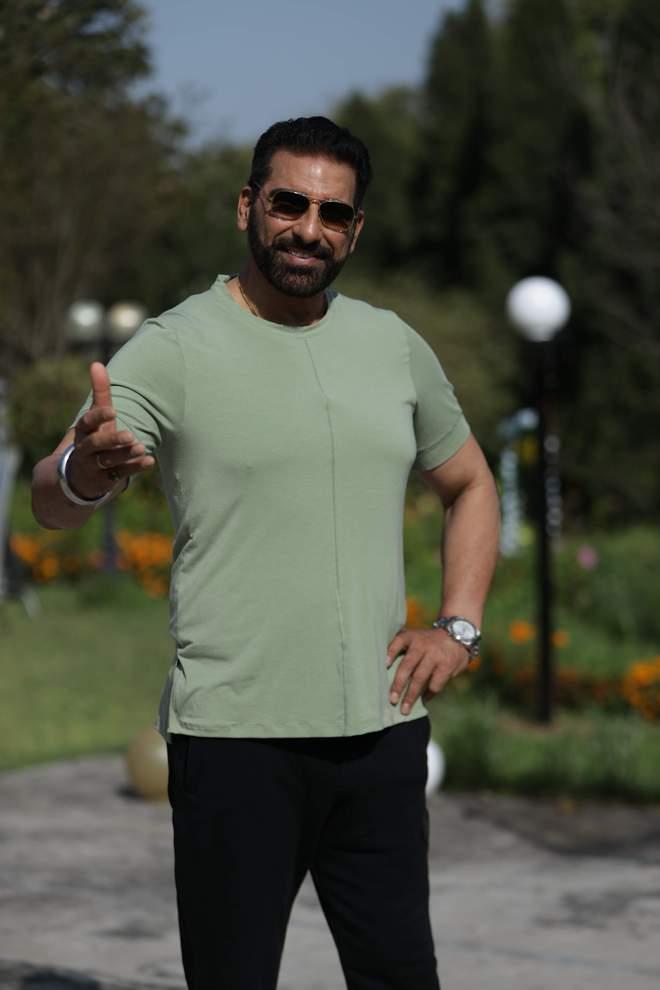 Mukesh Rishi to don the hat of a filmmaker with Punjabi film Nidarr