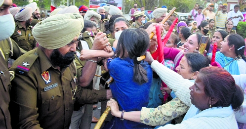 Police canecharge protesters in Patiala