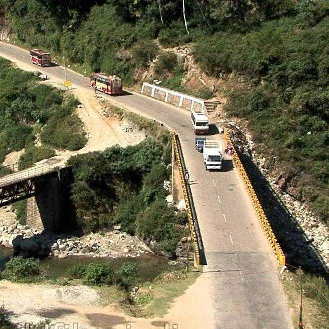 Narrow bridges on NH pose threat