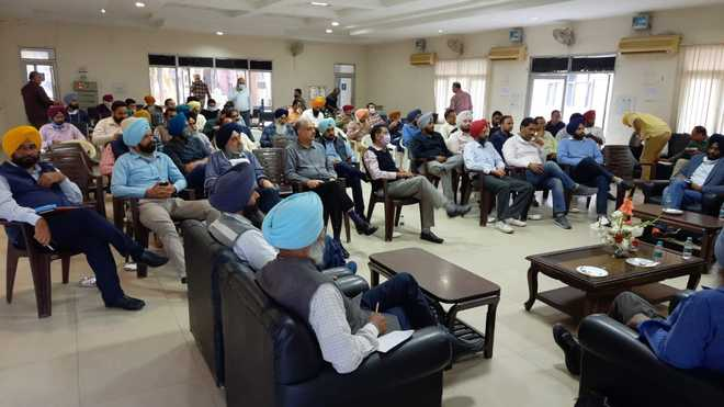 Engineers urge CM to protect power sector