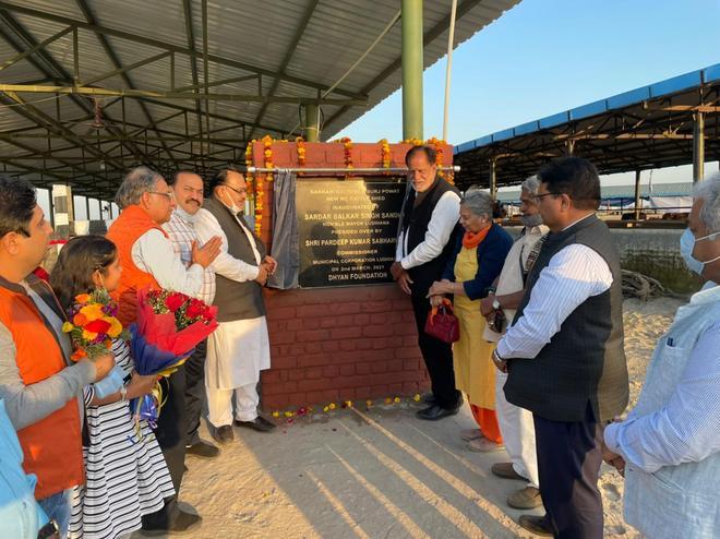 Mayor inaugurates cattle shed