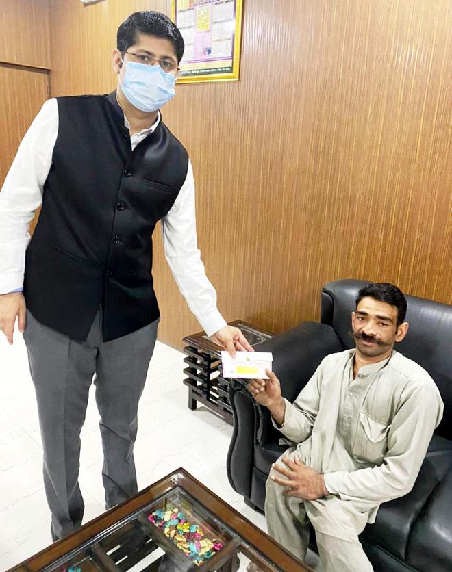 Pensioner donates to CM relief fund