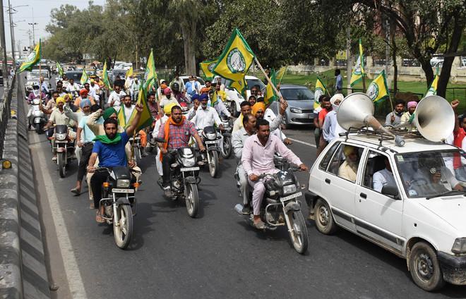 Bathinda farmers take out rally