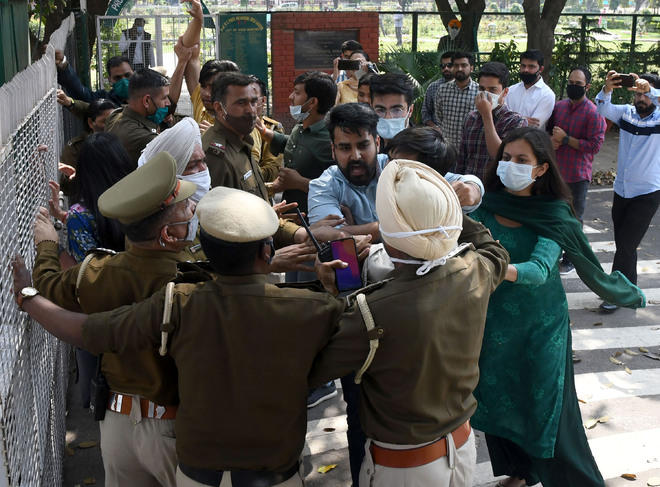 Reopen campus: NSUI, ABVP