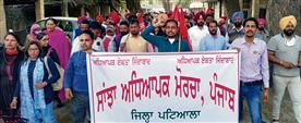 Teachers protest, accuse Edu Dept of 'hiding posts'