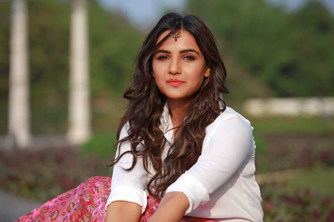 'Bigg Boss' star Jasmin Bhasin says shooting song with Punjabi singer Maninder Buttar was 'amazing'