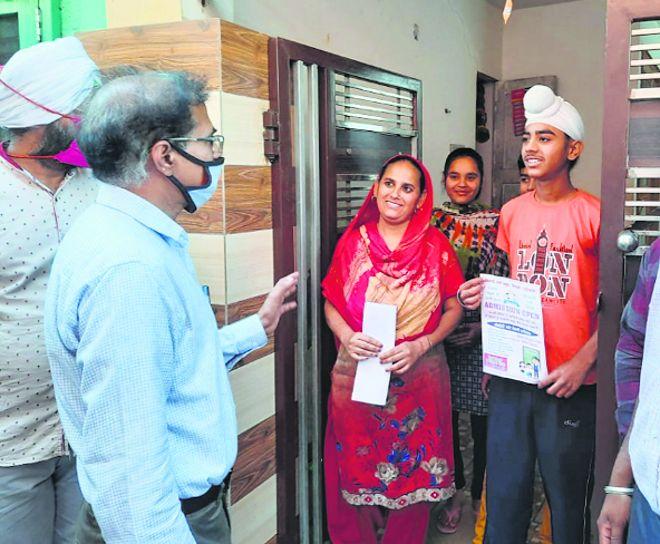 Education Secy goes door to door, meets parents
