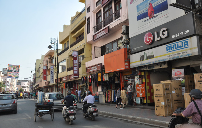 Amritsar shopkeepers told to follow advertisement policy