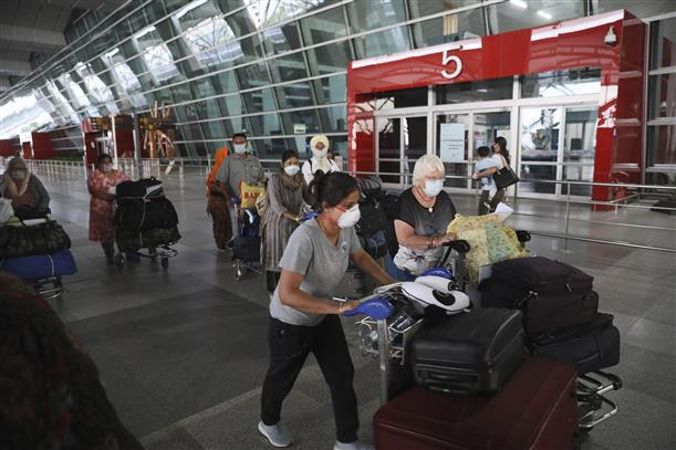 US advises its citizens to avoid travelling to India due to Covid spike
