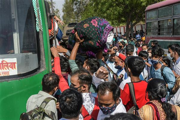 Thousands of migrant workers head home despite CM Kejriwal's assurance 'Main hoon na'