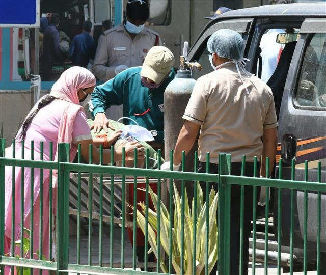 29 patients on manual ventilation since last night in Delhi hospital as oxygen supply ends