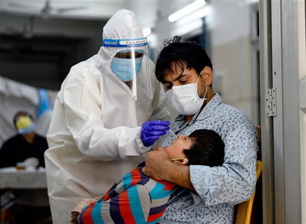 India records 1.61 lakh Covid infections, 879 deaths