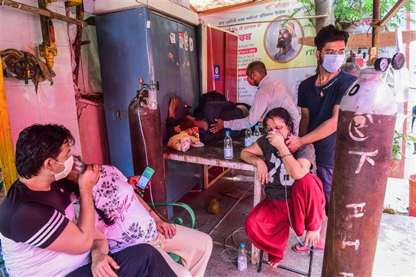 Delhi gurdwara starts 'Oxygen Langar', food delivery for COVID-19 patients