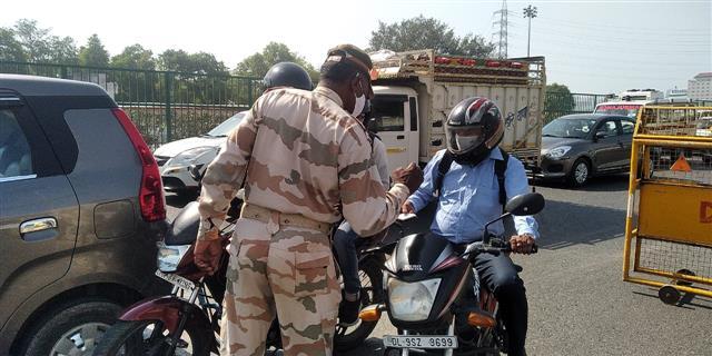 Life comes to halt as weekend curfew under way in Delhi