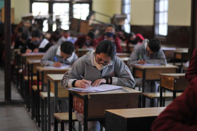 Amid growing clamour for postponing exams, CBSE and govt 'rethink' Board dates