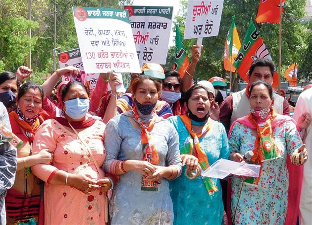 Alleging lawlessness, morcha protests outside CM's residence
