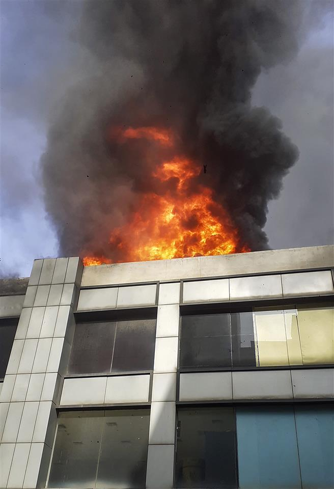 Fire breaks out at Ghaziabad shopping mall