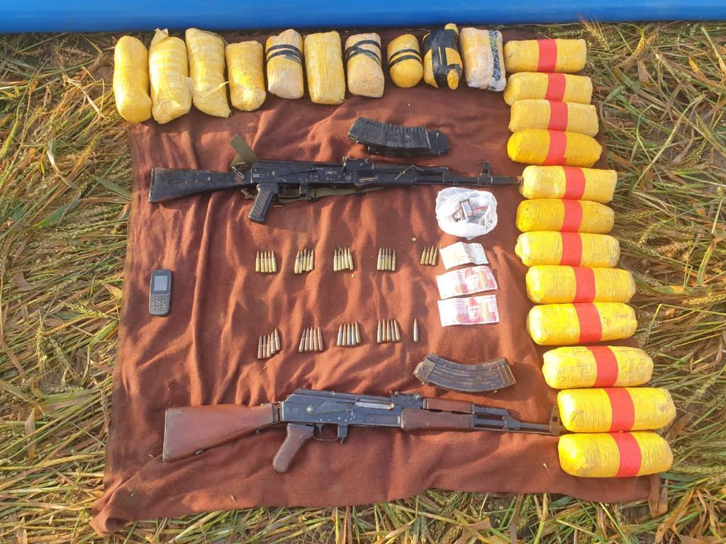 Pakistani  smuggler shot near Indo-Pak border in Punjab; 22 kg heroin, 2 AK-47 rifles seized