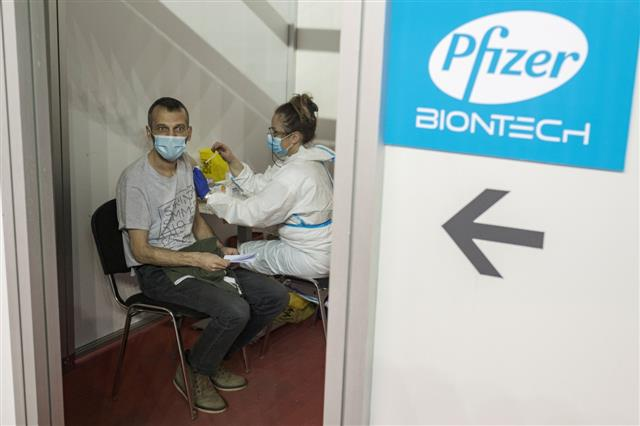 Single-dose of Pfizer, AstraZeneca can cut Covid transmission by 50%