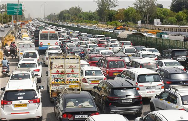 Panic grips Gurugram as traffic police bans entry of private vehicles into Delhi after 10 pm