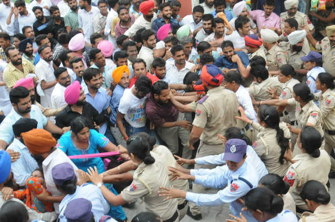 Efforts on to bring protesters down from BSNL tower, says Patiala Deputy Commissioner