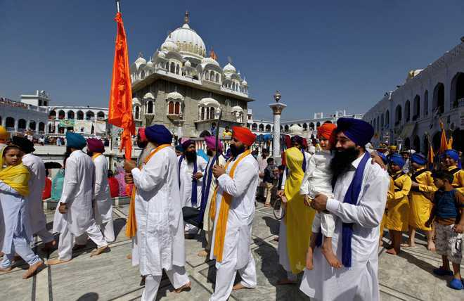Pak issues visas to Sikh pilgrims for Baisakhi celebrations