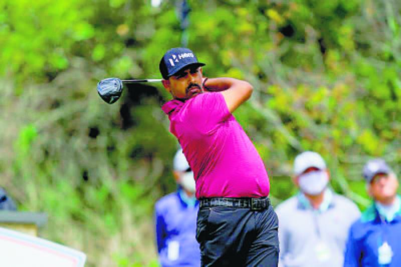 High five for Anirban Lahiri