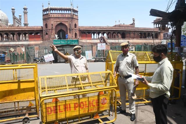 Delhi Police intensifies patrolling on first day of weekend curfew