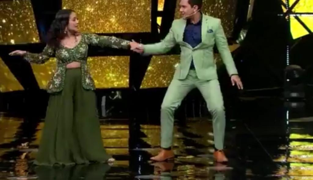 Don't miss Neha Kakkar's 'oops' moment on stage with Aditya Narayan; watch viral video